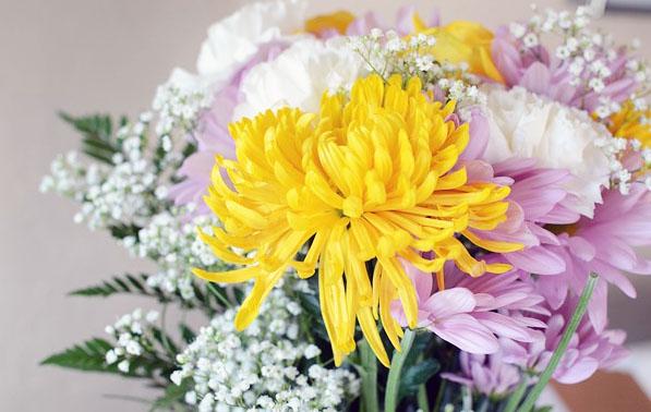 お供えの切り花を長持ちさせるコツ