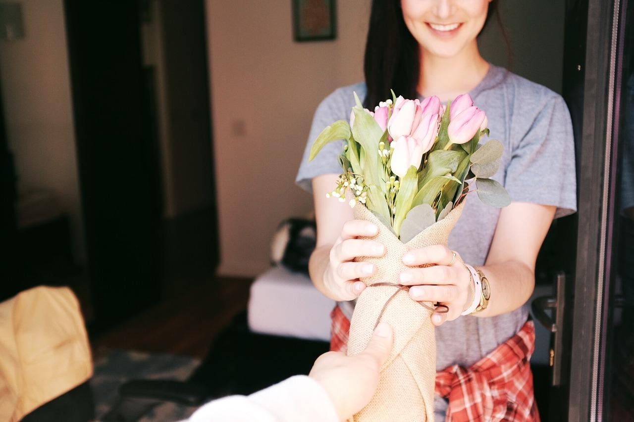 せっかくいただいたお花を長持ちさせたい!暑い時期はどうすればいい?