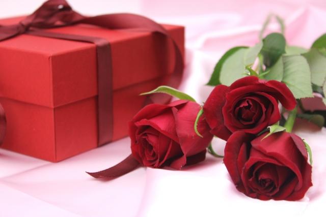 12月の誕生花のご紹介 ~華やかで上品な赤バラ~