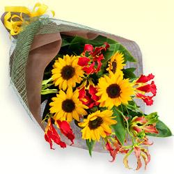 ひまわりとグロリオサの花束